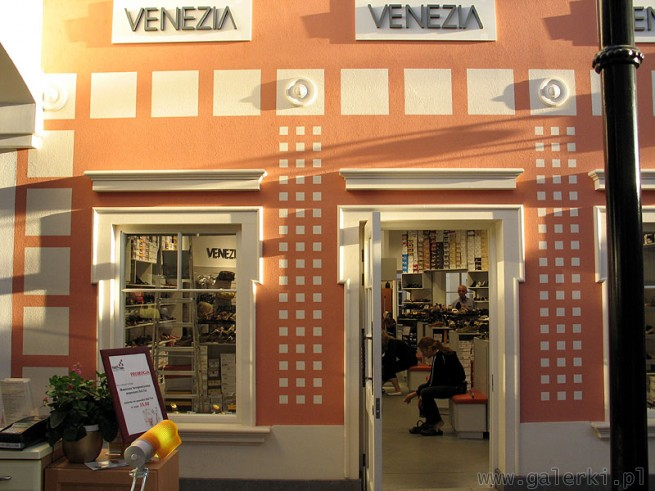 Venezia Sprzedaje Kolekcje Buty I Torebki Sklep W